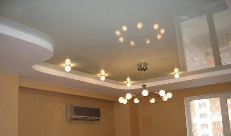 Бежевый волнистый двухуровневый потолок