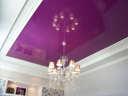 Фрацузский натяжной глянцевый потолок в спальне