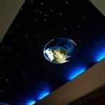 Потолок со звёздами и планетой